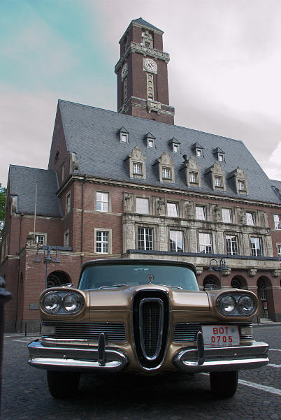 Edsel in front of city hall