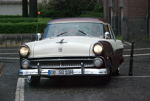 Ford Fairlane, ankommend